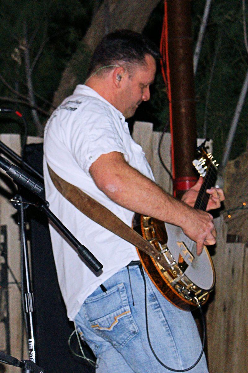 11_09 banjo man
