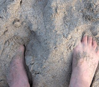 02_10 toes in sand