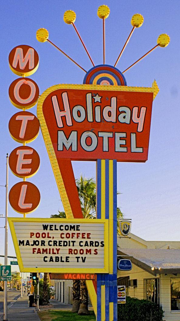03_10 thumb holiday motel