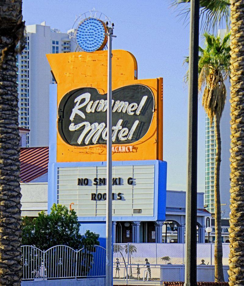 03_10 thumb rummel motel