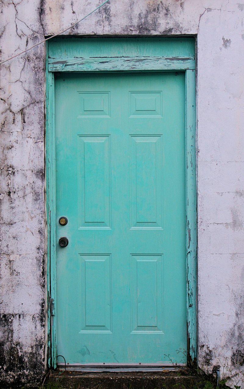 04_10 thumb crooked blue door