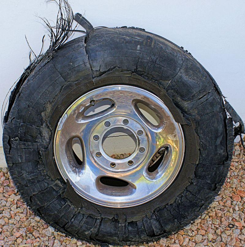 05_10 thumb shredded tire