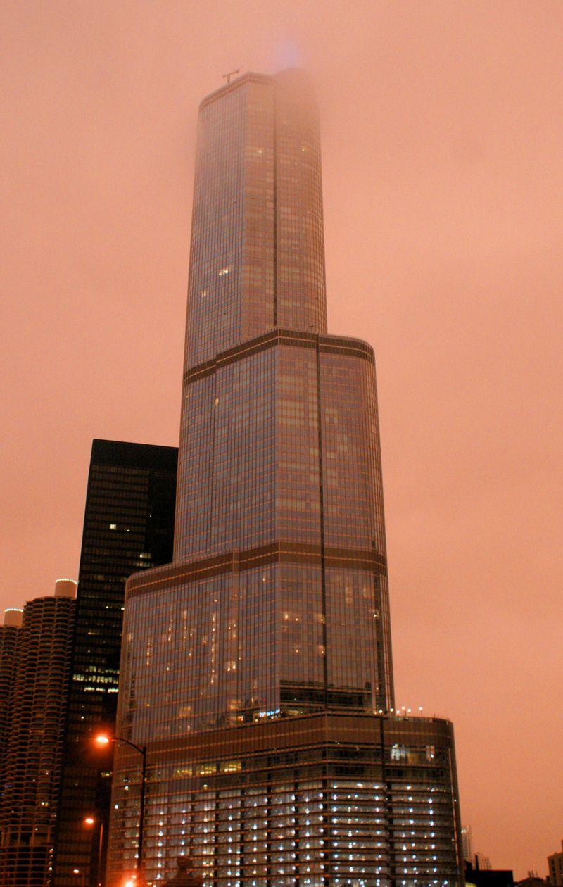 08_10 thumb building in cloud