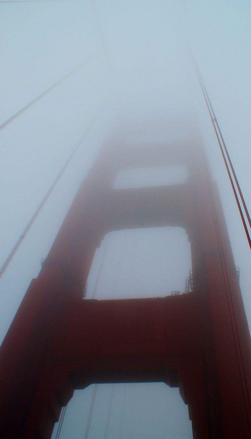 09_10 thumbgolden gate bdge in fog