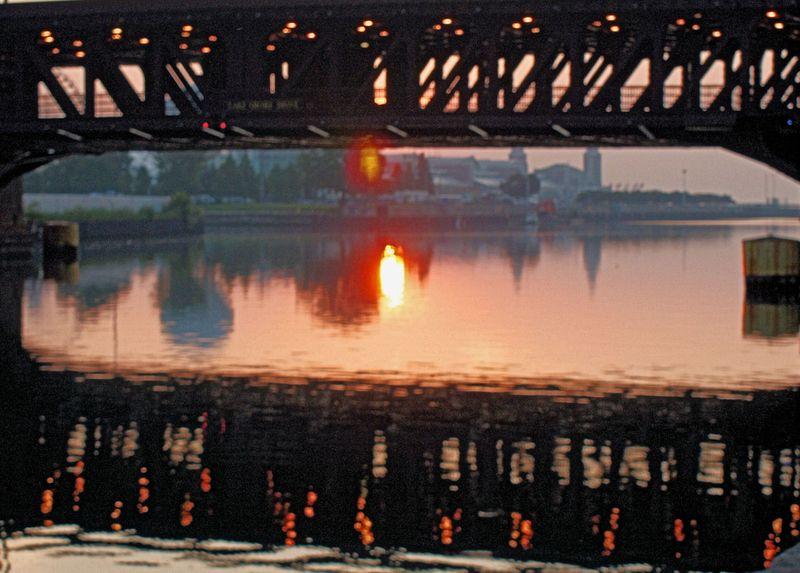 08_10 thumb sunrise bridge