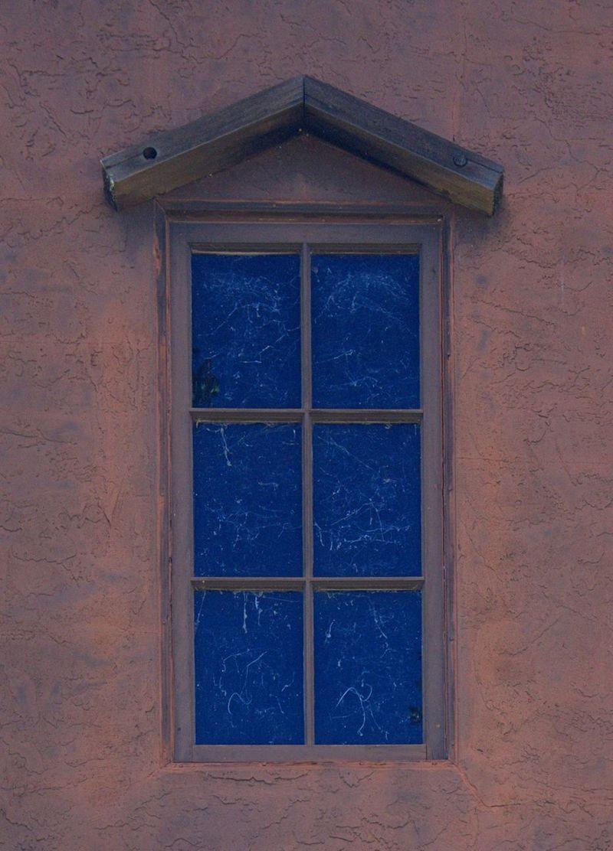 09_12 thumb gray door and flowers DSC06483_4_5_tonemapped