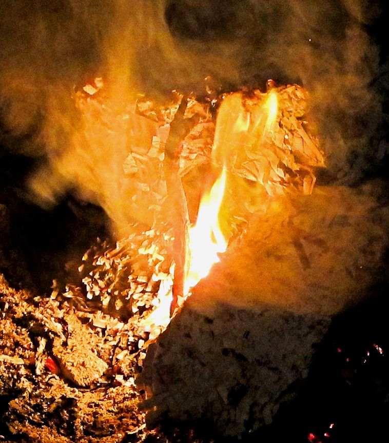 01_13 thumb burning log IMG_1307