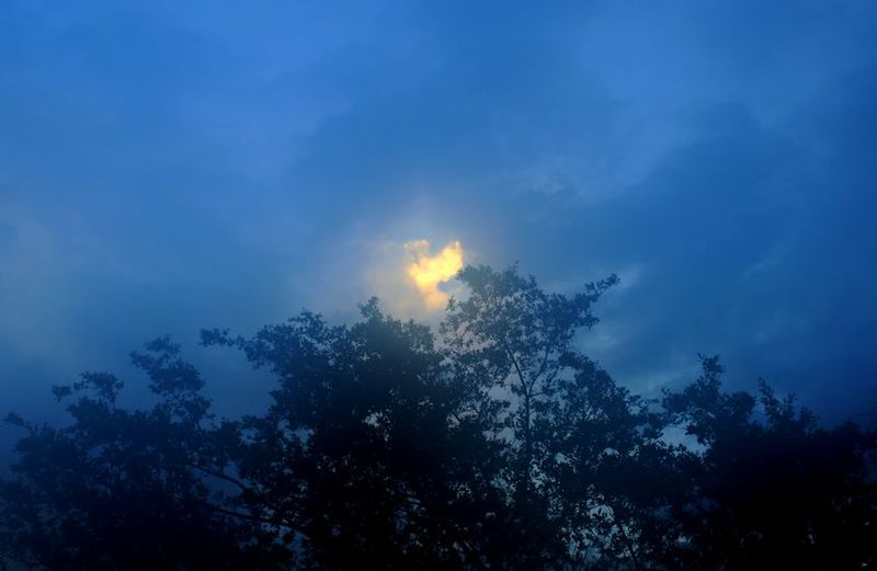 05_13 thumb sun breaking through DSC08466_7_8_tonemapped