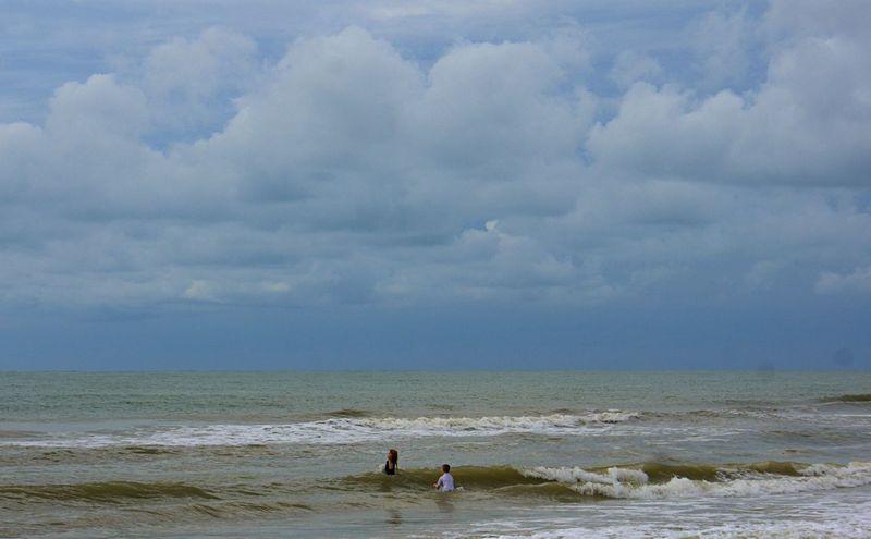 11_13 thumb fl beach playing DSC09709 -1