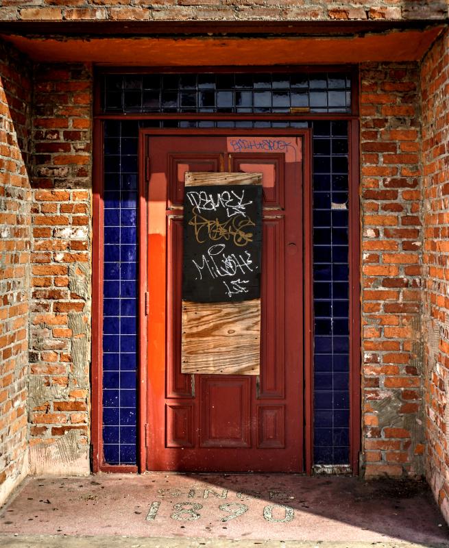 02_17 ybor red door and graffitti DSC04199_200_201_Vibrant
