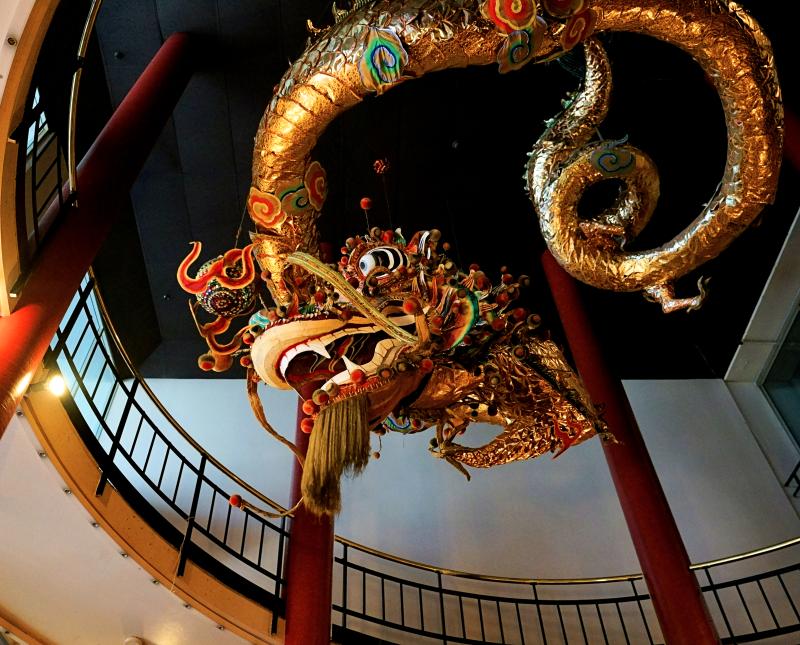 12_17 chinatown dragon steps DSC00837
