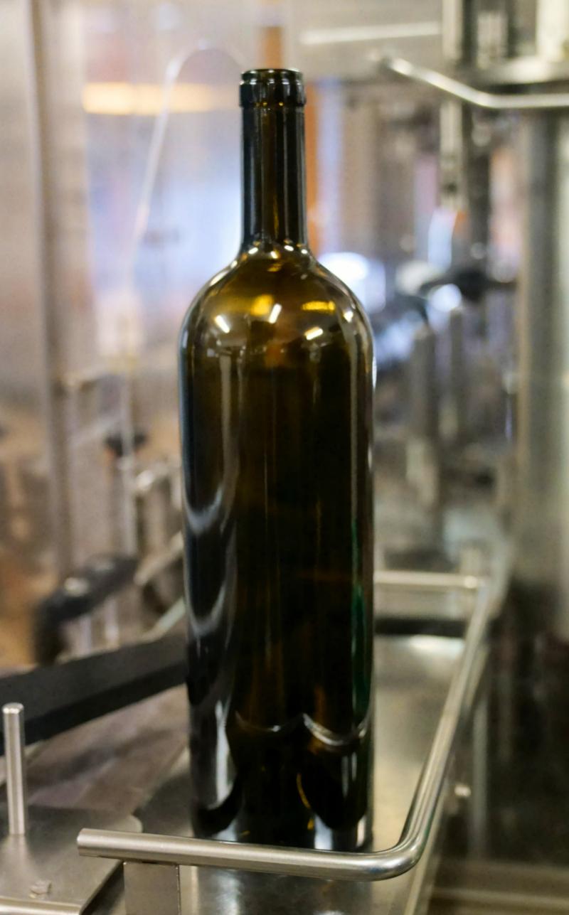 08_19 nice winery preparing to bottle DSC04069
