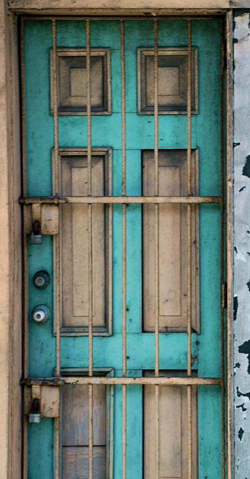 05_19 blue door DSC03534