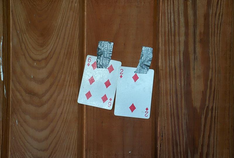 09_20 cedar key abandoned basement cards DSC05933