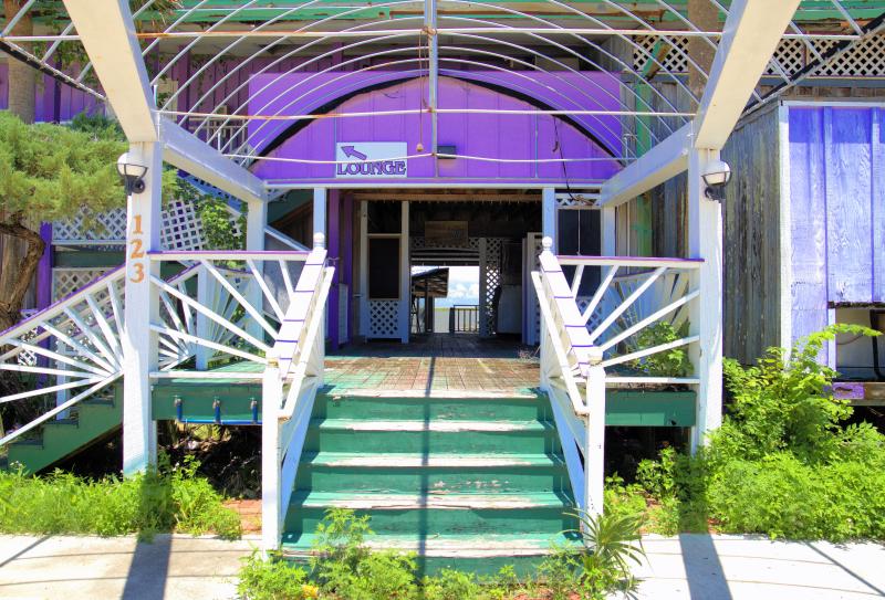 06_21 river inn entrance lounge DSC06711 -1