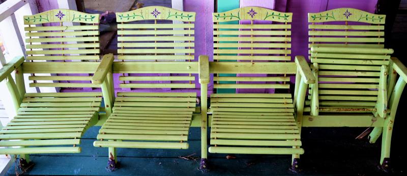 06_21 river inn 4 chairs DSC06721